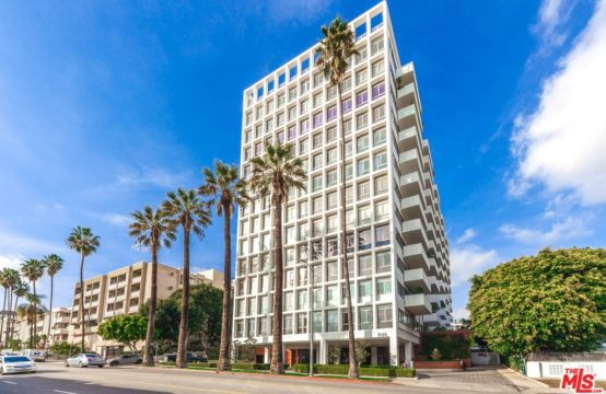 7135 Hollywood Blvd APT 207 Los Angeles, CA 90046